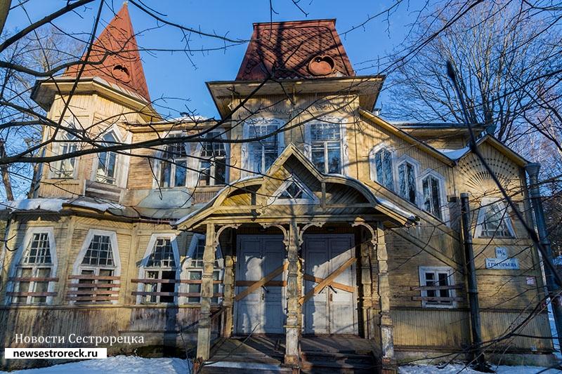 После визита прокуратуры на даче Кречева досками заколотили двери и окна
