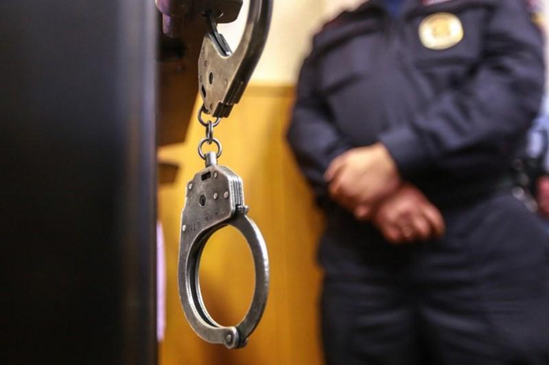 В Сестрорецке мужчина выжил после двух ударов ножом в шею