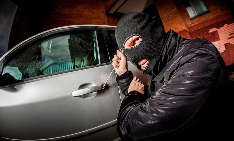 В Сестрорецке угнали черный BMW 640 DX DRIVE