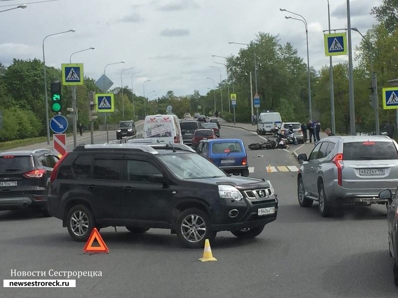 В ДТП на Приморском шоссе серьезно пострадал мотоциклист