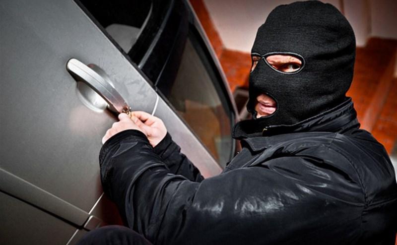 В Петербурге расследуют серию угонов на 8 млн руб.